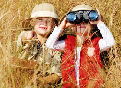 Kids-exploring-with-binoculars