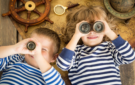 Kids-using-bincoculars
